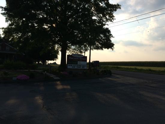 Harvest Drive Family Inn: Harvest Drive at Sunset