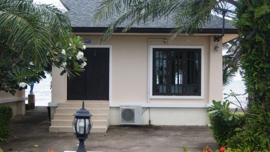 Baan Faa Talaychan: beach side bungallow
