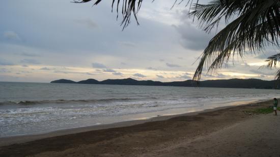 Baan Faa Talaychan: beach view