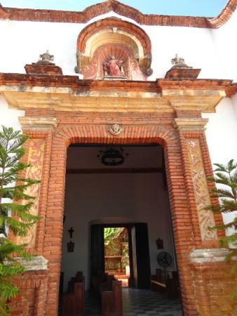 Iglesia Nuestra Señora del Carmen: Entrada Ornamentada.