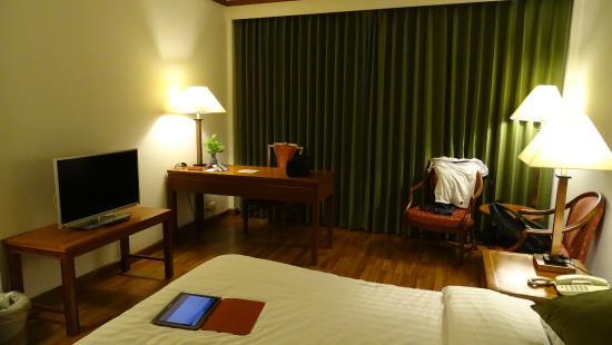 Aspira Grand Regency Sukhumvit 22: Chambre de Luxe au 5ème étage ( vers la fenêtre )
