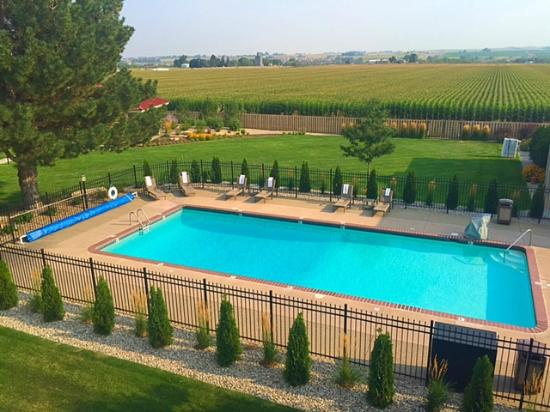 Best Western Plus Loveland Inn: Beautiful courtyard and pool