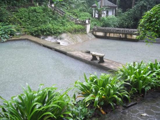 Kathu Waterfall: Очень красивая, хоть и запущенная территория