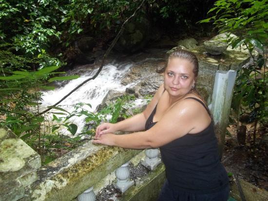 Kathu Waterfall: Уставшая и мокрая от дождя, но довольная своим путешествием !