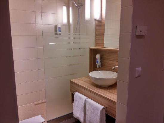 Star Inn Hotel Premium Wien Hauptbahnhof, by Quality: bagno molto pulito