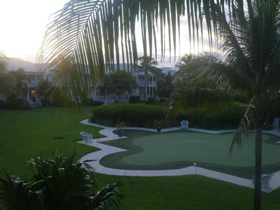 Tranquility Bay Beach House Resort: Vue du balcon (rdc) au couché du soleil