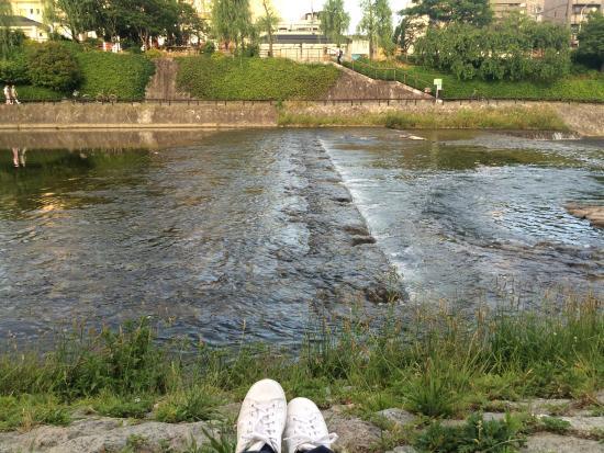 Kamogawa River: ริมแม่น้ำ