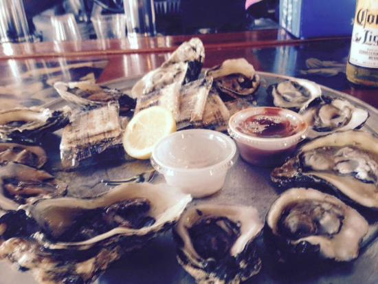 Shaggy's: Perfect sized oysters