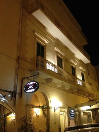 Lanzillotta Hotel: HOTEL notturno
