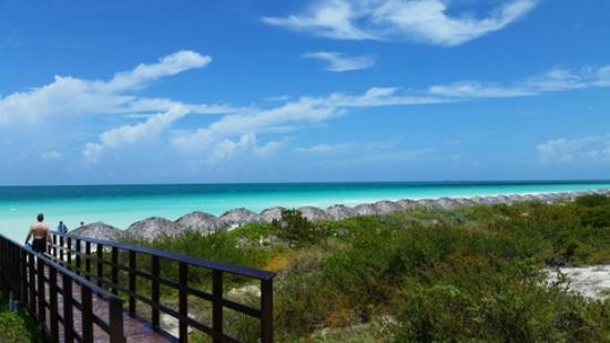 Royalton Cayo Santa Maria: Cross over the little bridge to the beach!!!!