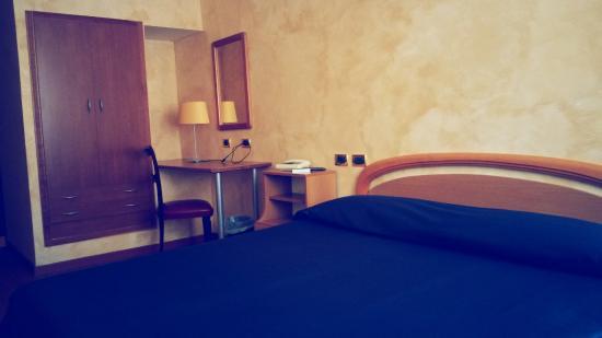 Hotel de Paris: camera
