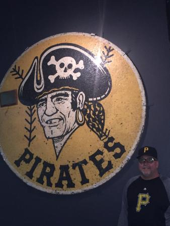 National Baseball Hall of Fame and Museum: Pirates on deck circle