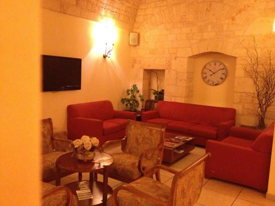 Lanzillotta Hotel: HOTEL sala attesa