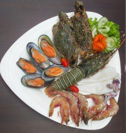 Louis' Kitchen: seafood basket 4
