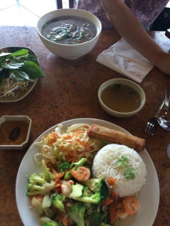 Pho Lee Vietnamese Restaurant: Delicious Shrimp and Broccoli Dish