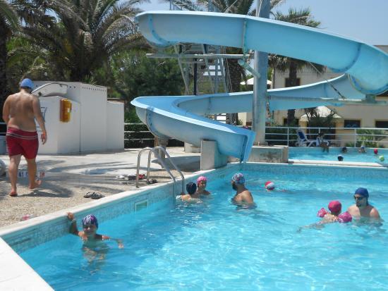 Holiday Family Village: piscina con scivolo