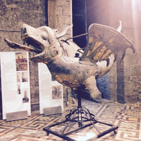 Belfry and Cloth Hall (Belfort en Lakenhalle): Dragon