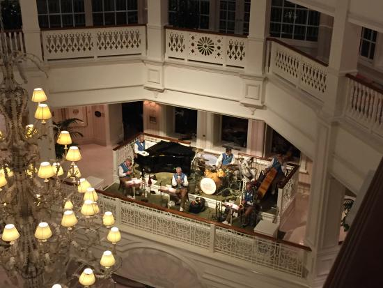Disney's Grand Floridian Resort & Spa: The band played every evening