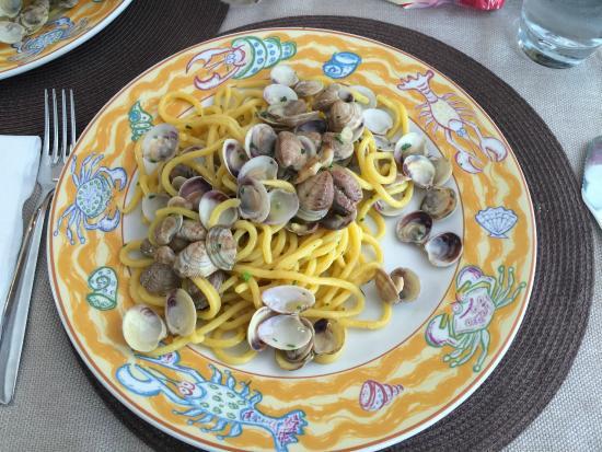 Ristorante Pizzeria Holiday da Carletto: Spaghetti alle vongole (pasta fatta in casa)