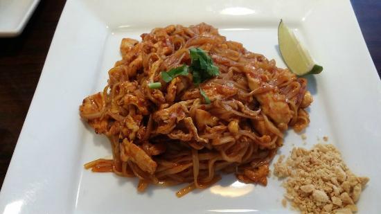 Chai Thai Cuisine: Pad Thai chicken