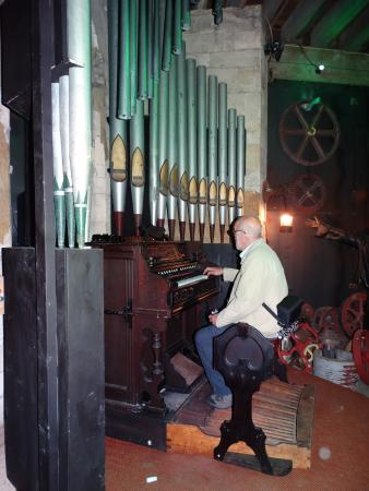 Steampunk HQ: steam organ?