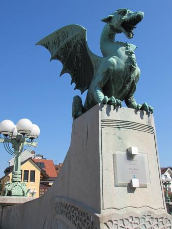 Dragebroa: Il ponte dei draghi