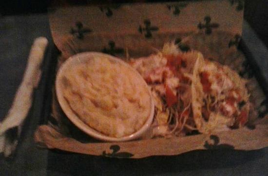 Woody's Roadside: Fish tacos