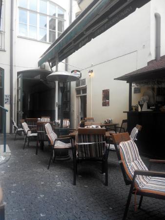Restaurace 22: Внутренний дворик