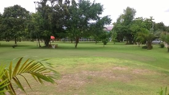 Baan Suan Khunta Hotel and Golf: gardens and golf course