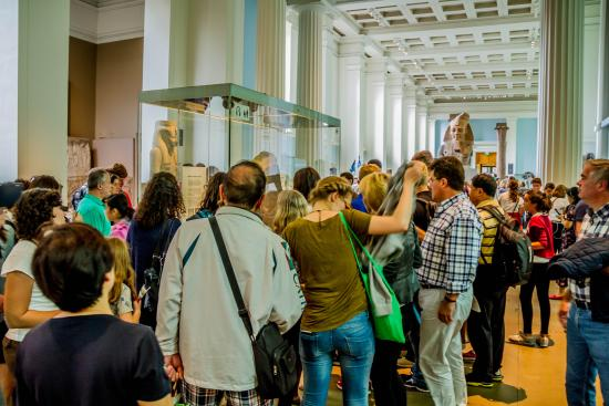 Britisk Museum: Crowd in front of the Rosetta Stone
