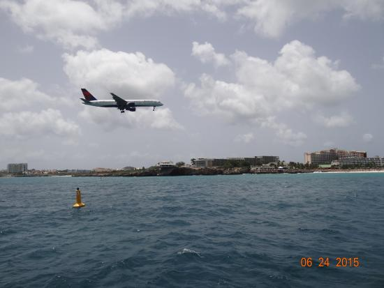Simpson Bay, St. Martin: Landing at the airport