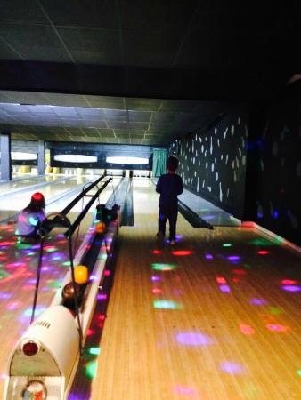 Quality Inn: Bowling Alley