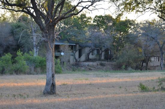 Notten's Bush Camp: Lodge from the bush