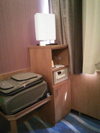 Carlton Hotel Budapest: Safe & Fridge