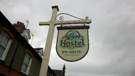 Llangollen Hostel : The board outside