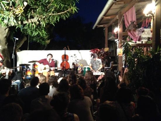 Villa Leonor: Música ao vivo no bar