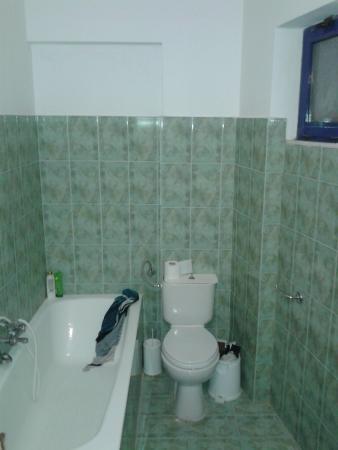 Saint Konstantin Hotel: just bath tube