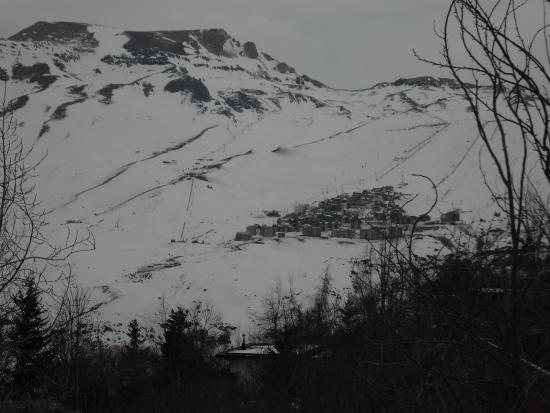 Lodge Andes: Vista do Centro de esqui La Parva da varanda da pousada
