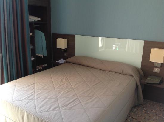 Miramont Hotel: Kamer aan de voorkant.