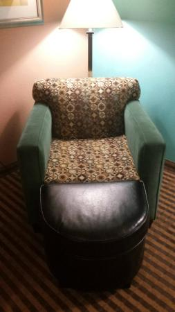 Holiday Inn Express - Ocala Midtown Medical - US 441: Chair in room