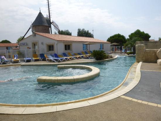 Camping le Moulin de la Salle : piscine