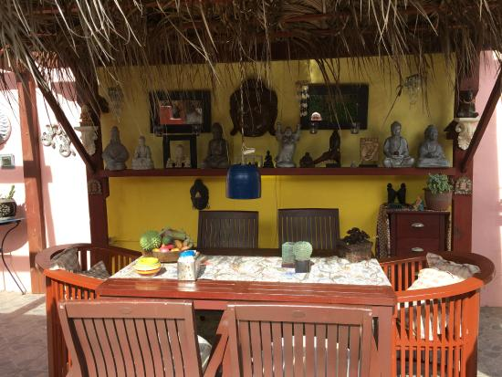 Little David Guesthouse : Outdoor dining