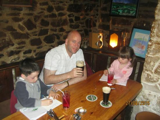 Camp, Irlanda: A relaxing pint in fine surroundings