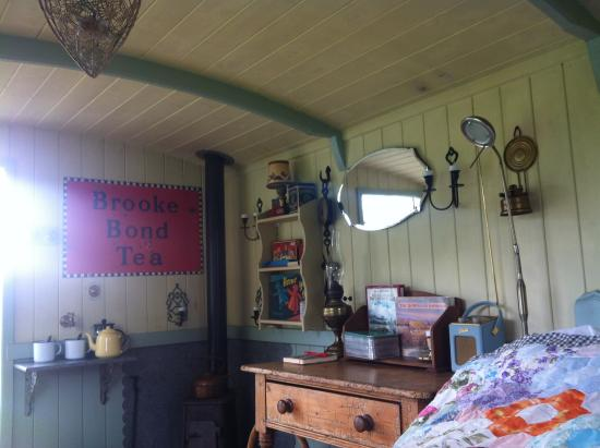 The Old Forge: Inside Mabel the Shepherds Hut.