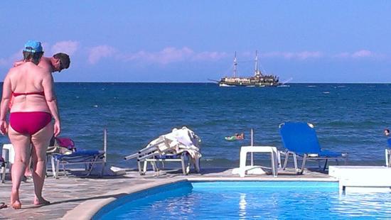 Locanda Hotel : Вид на море и бассейн