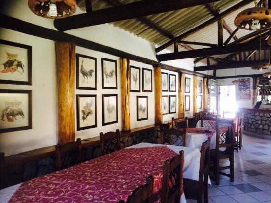 El Cortijo: Un pequeño paraíso a las afueras de la cuidad, buena atención y muy agradable cocina, imperdonab