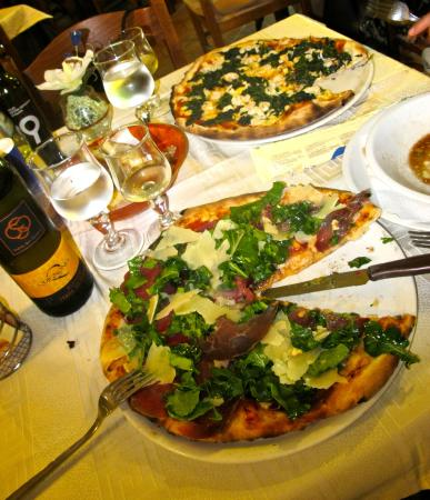 Piccola Sorrento: The Pizza is soon good!