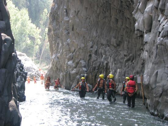 Alcantara Gorge: Alcantara Kloof Sicilie : zwemmen door de kloof.