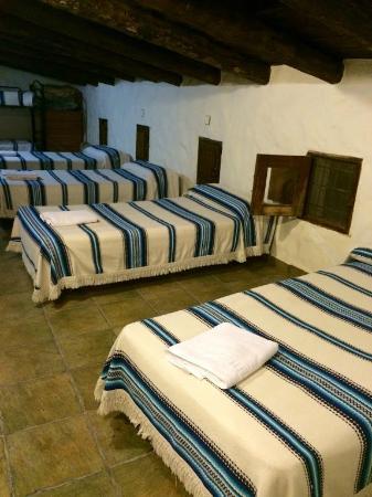 Cuevas La Atalaya: dormitorio común, niños, etc