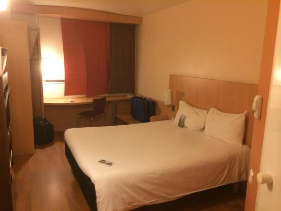 Ibis Barcelona Aeropuerto Viladecans : La habitación es modesta, limpia y ordenada. Un hotel con concordancia entre el precio y la cali